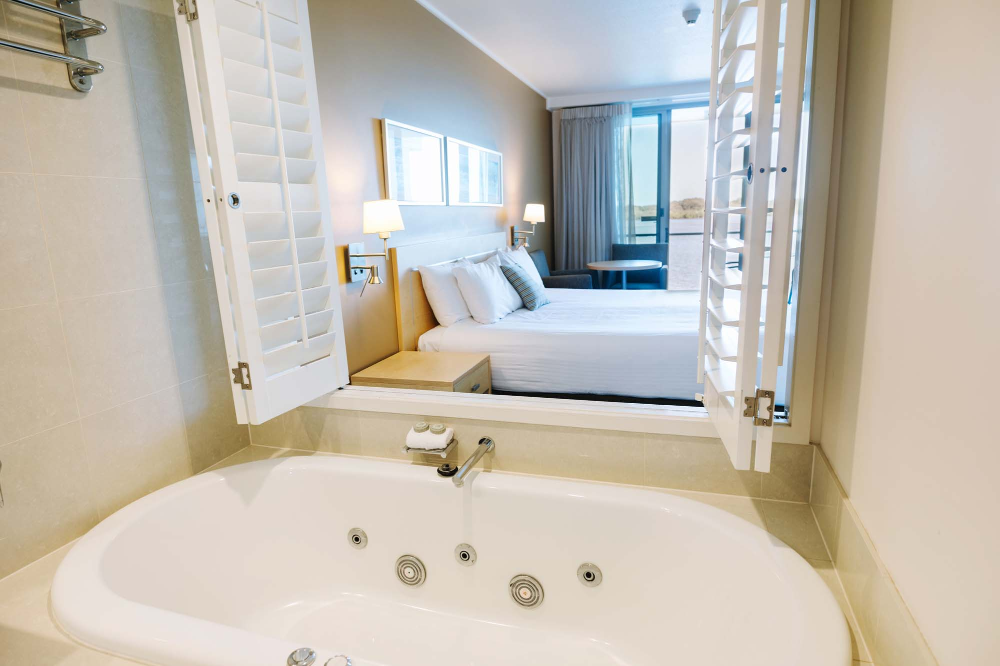 ballina hotel room with spa riverview